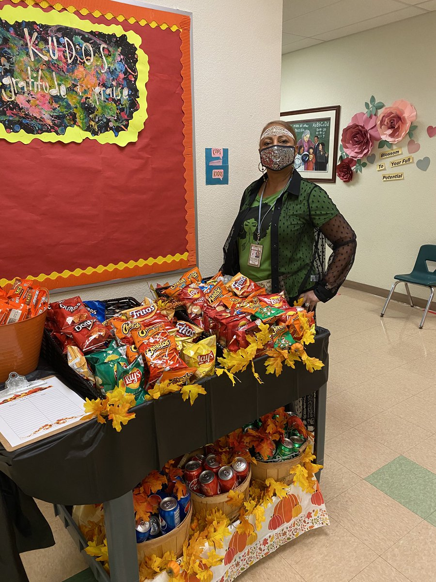 Principal Sanon takes time out of her busy day to show her charger family how she appreciates them ❤️❤️❤️❤️❤️❤️❤️❤️❤️❤️❤️❤️ #October #appreciation #bartonproud #grateful #snacks #FridayMotivation https://t.co/U5jN2MxUuX