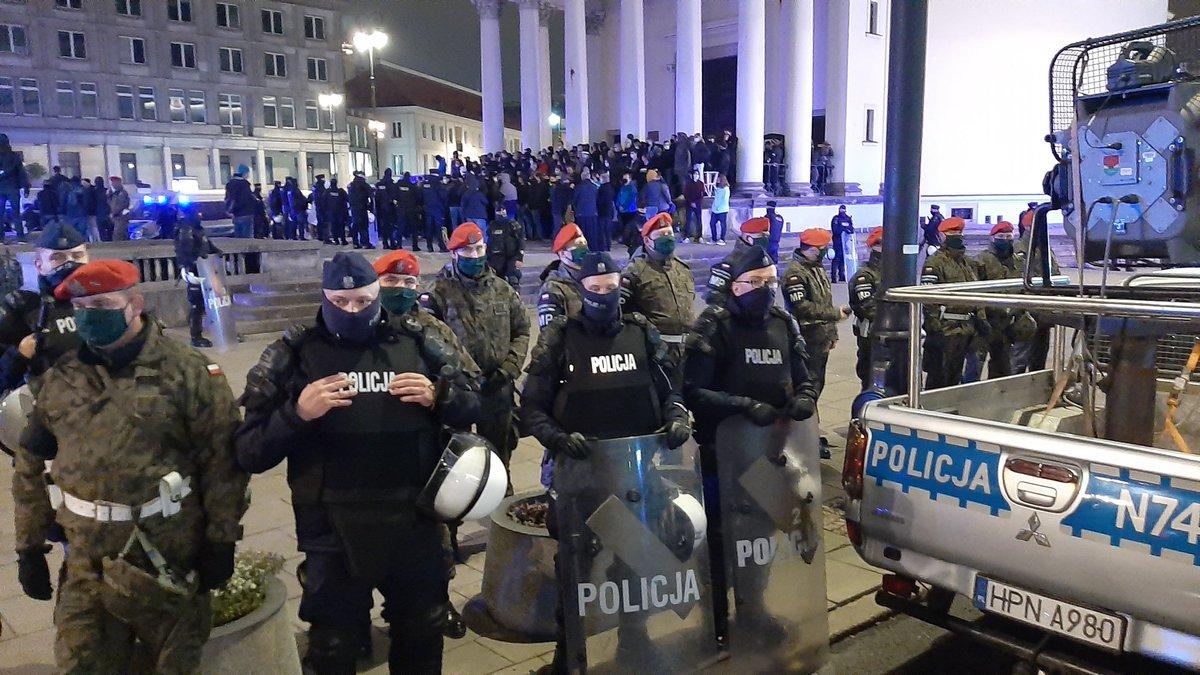 Массовыми протестами в Польше удовлетворен. И вот почему