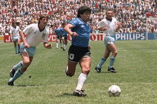 La última persona que fundió a toda #Argentina en un solo abrazo ... 🇦🇷 #FelizCumpleDiego   Sos el #fútbol ⚽️ https://t.co/m00uKKvkVm