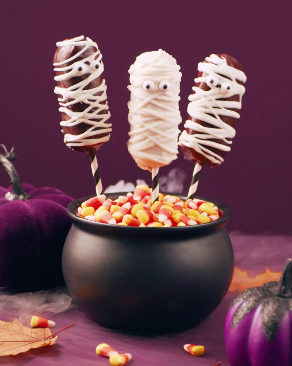 This Mummy Cake recipe will turn your twinkies into a delicious fright that your family will love. We always offer ways to save (and scare)! Find the recipe in the link below! 👻 #Halloween #BetterForLower