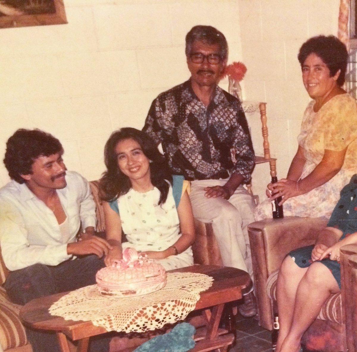 🥰❤️ My parents & grandparents. So young & in love.  Mis padres y abuelos.. tan jóvenes y enamorados.  #fbf #happy #friday #goodmorning #throwback #picoftheday #love #parents #grandparents #lovethem #goodday #imback #feliz #viernes #fotodeldia #padres #abuelos #losamo #buenosdias https://t.co/fSEmiURJl0