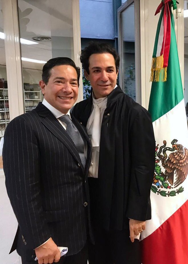 Felicidades a Alejandro y William quienes se convirtieron en el primer matrimonio igualitario celebrado en la @EmbaMexEsp ejerciendo su derecho a la igualdad y a la protección de sus libertades consagradas en la Constitución.   #LoveIsLove https://t.co/xOu9qNTCi5