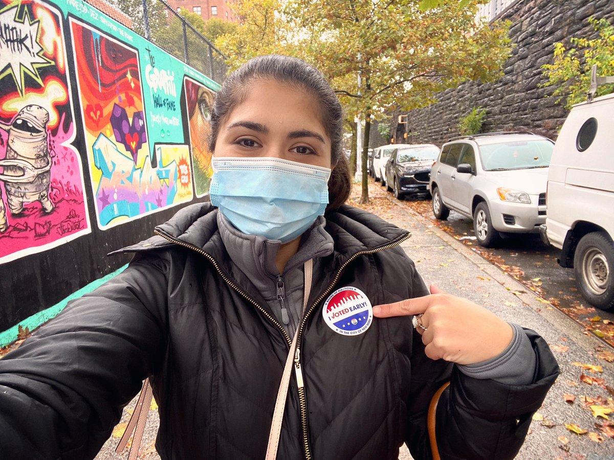 VOTE 🗳 #ivotedearly #getup #maskup #govote #itmatters #2020 #whatayear #nyc https://t.co/llOZMFZM8u