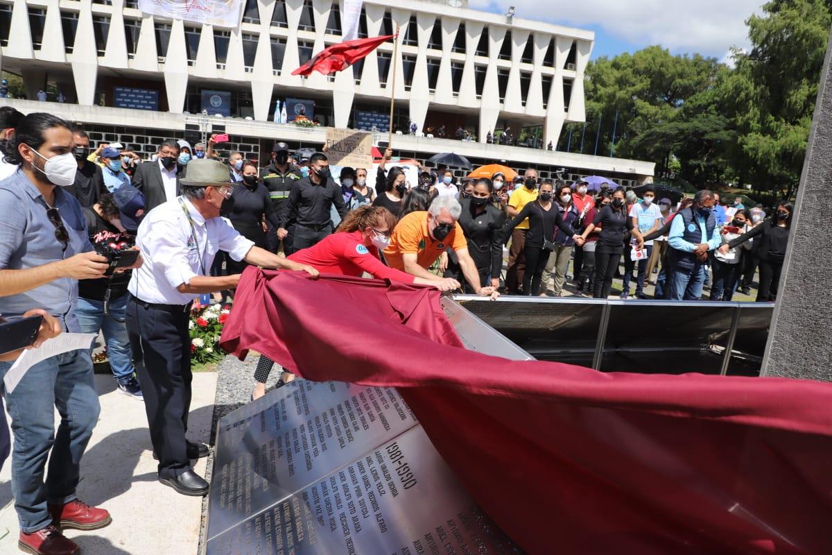 test Twitter Media - La USAC develó hoy el sitio memoria y reconocimiento a las víctimas de la Universidad de San Carlos de Guatemala que sufrieron graves violaciones a los derechos humanos durante el conflicto armado interno. https://t.co/69rJ9XYWmD