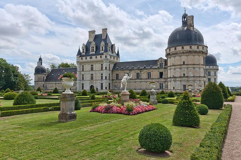 Domaine du château de Valençay à Valençay (Indre). A la fin du 13e siècle, le château appartient aux comtes d'Auxerre. Au 16e siècle, le château est reconstruit en plusieurs phases pour la famille d'Etampes. Au mil... #Patrimoine #MonumentHistorique 👉 https://t.co/IvdWmL5NyU https://t.co/jPpRavxIyq