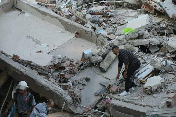 Kandilli: Bizim tespitimize göre depremin büyüklüğü 6.9 https://t.co/DkwmusiHPw https://t.co/XU9gvtqg4O