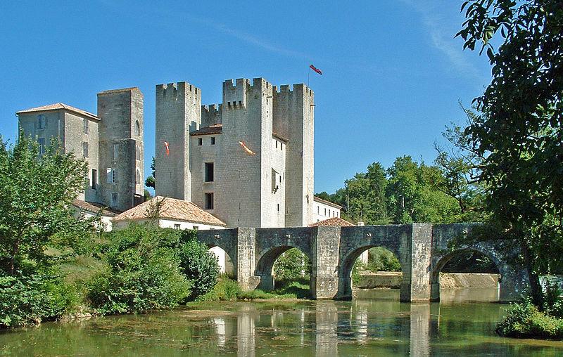 Moulin d'Henri IV (également sur commune de Barbaste) à Nérac (Lot et Garonne). Edifié peu avant 1308, ce moulin à blé fortifié devient la propriété de la maison d'Albret et, par la suite, d'Henri IV. Situé lég�... #Patrimoine #MonumentHistorique 👉 https://t.co/EnyQLe6yPS https://t.co/DaeRFP7lE0