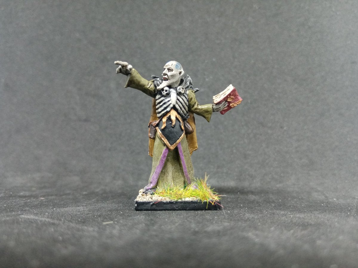 Tonight I've finished off a second Necromancer for my Warhammer Fantasy 6th edition Vampire Counts project. I love painting characterful sculpts like this, so much fun amd a great way to unwind after a slightly frustrating week at work in the old virtual office. #oldhammer https://t.co/o7wfozKncF
