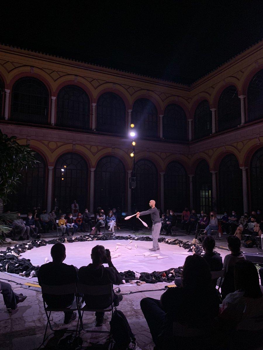 Viernes noche con @dikothomia   #CIRCADA #culturaSegura   @Ayto_Sevilla https://t.co/eYD5awZ5vw