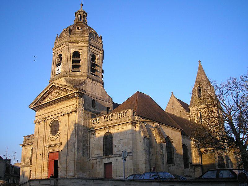 Eglise Saint-Michel-de-Vaucelles à Caen (Calvados). Le clocher central est du 12e siècle. Le reste de l'église date des 15e, 16e et 19e siècles. #Patrimoine #MonumentHistorique 👉 https://t.co/hoK03pTaww https://t.co/5hkW4pTeNX