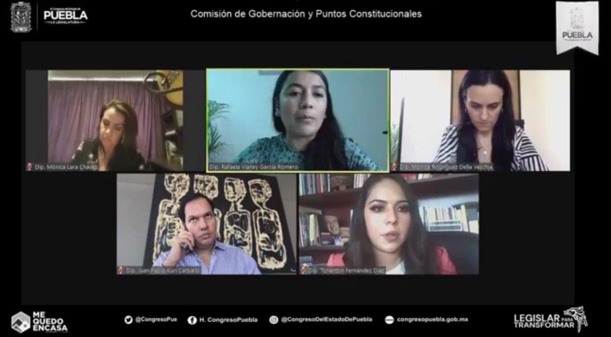 Aprueban en la comisión del gobernación y puntos constitucionales del congreso del estado la figura del #MatrimonioIgualitario en #Puebla. El dictamen deberá ser discutido y aprobado en el pleno para acatar la resolución de la SCJN.   Vía: @RoxyZavala_ https://t.co/Qdv7Dj9eJT