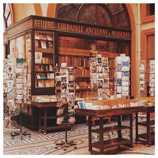 Comment ne pas être en colère face à la croisade impitoyable d'Amazon sur le secteur culturel français ?  Nos petites librairies sont notre patrimoine, notre culture, notre pays.   Il faut les sauver @R_Bachelot ! https://t.co/SJuBUzRJmo