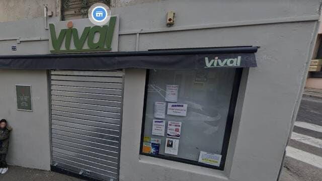 Nîmes. Un commerçant interdit l'entrée aux femmes voilées, la devanture de sa supérette vandalisée #Nîmes #Gard #Faits divers @OuestFrance https://t.co/LWxNDZqG5L https://t.co/rNAZC6SQld