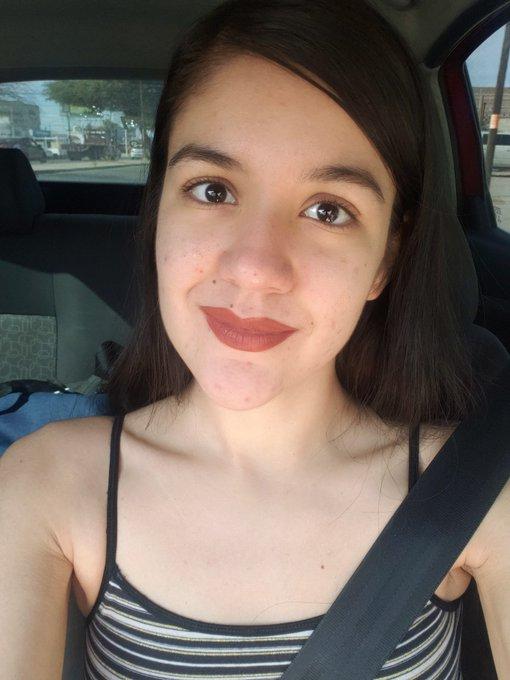 #nomakeup look 😊 la pura boquita pintada jaja (ya sé que tengo muchos granitos, déjenme :'v). https://t