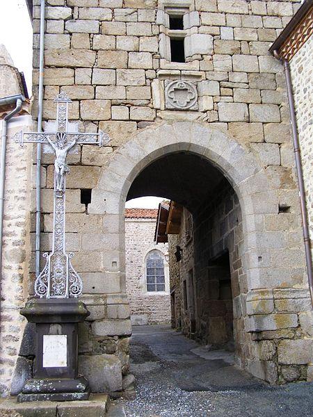 Enceinte fortifiée (restes) à Sauvain (Loire).  #Patrimoine #MonumentHistorique 👉 https://t.co/g6bJeatqre https://t.co/up7pVWoRAX