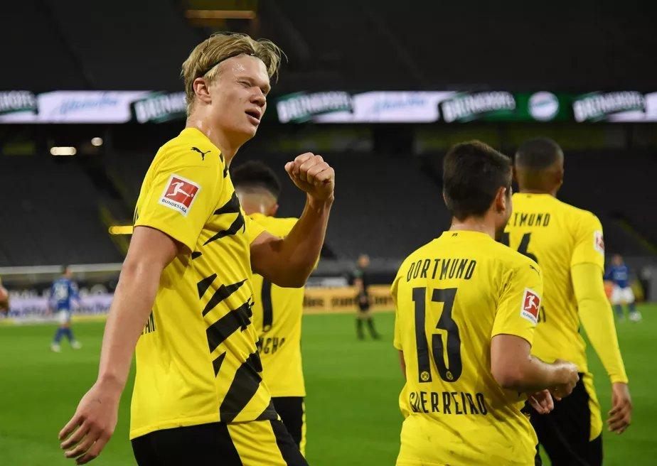 Borussia Dortmund x Bayern próximo sábado dia 07/11 transmissão aovivo da BAND Com Abre o jogo 14hs e a Bola Rolando 14hs30 ainda não se sabe se será narrado pelo @cacafernando ou pelo  mestre @ZorroOA jogo no SIGNAL IDUNA PARK https://t.co/DzTdz48HHq