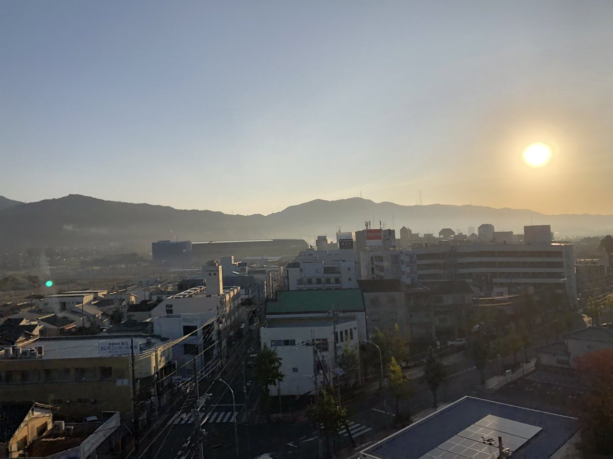 朝です。良い日の出です。 良い満月が見れたらいいなぁ。 #亀岡市 #満月 https://t.co/jvm07Z4p2V