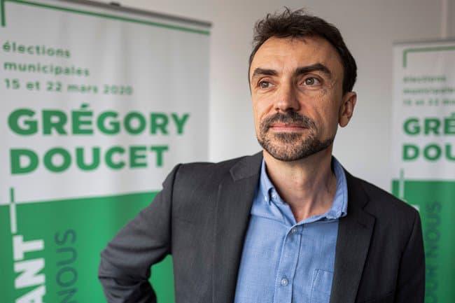 """Confinement à Lyon: Grégory Doucet annonce la mise en place d'une """"plateforme numérique d'entraide"""" https://t.co/uTjEWgqcUG https://t.co/Lr9RE5sF9a"""