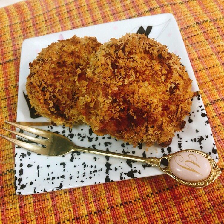 コロッケって爆発するから揚げるの好きじゃないんですが、揚げないこれいい!#かぼちゃコロッケ#かぼちゃとひき肉だけ#揚げないコロッケ👇参考レシピ