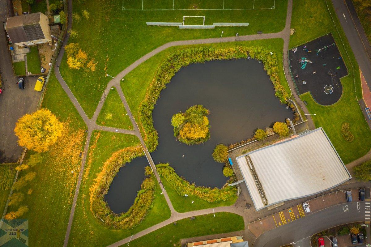 The Lido, Stenhousemuir. 😎🦢🦢🦆🦆🦆🦆🦆🦆 #stenhousemuir #falkirk #visitfalkirk #scotland #visitscotland #drone #djimavic2pro #caapfco https://t.co/bsxzhbzoXT
