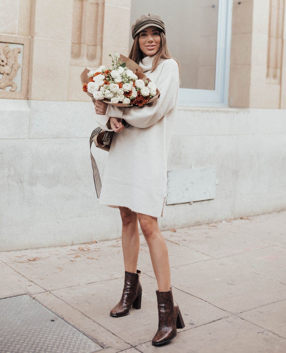Fresh flowers, a simple sweater dress, and the Amber Block Heeled Bootie make the perfect fall-ready combo. #repost: @arianalauren https://t.co/LvqfrZqnQf https://t.co/RTmnPPQrk0