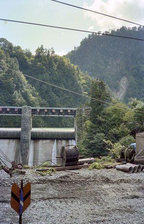 【小屋平駅/黒部峡谷鉄道】この古写真の場所は、今はどんな感じになってるの?今昔写語で見てみよう。 https://t.co/XA7nSO0ELh #富山県 #toyama #今昔 #古写真 https://t.co/WbqoXR9FsB