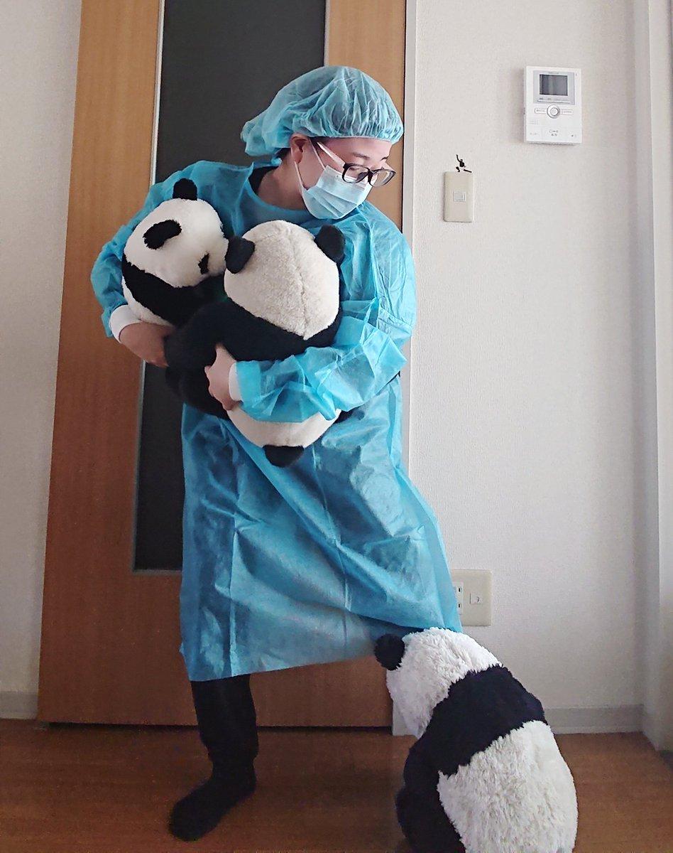パンダが足にまとわりついてしまう飼育員#地味ハロウィン #DPZ