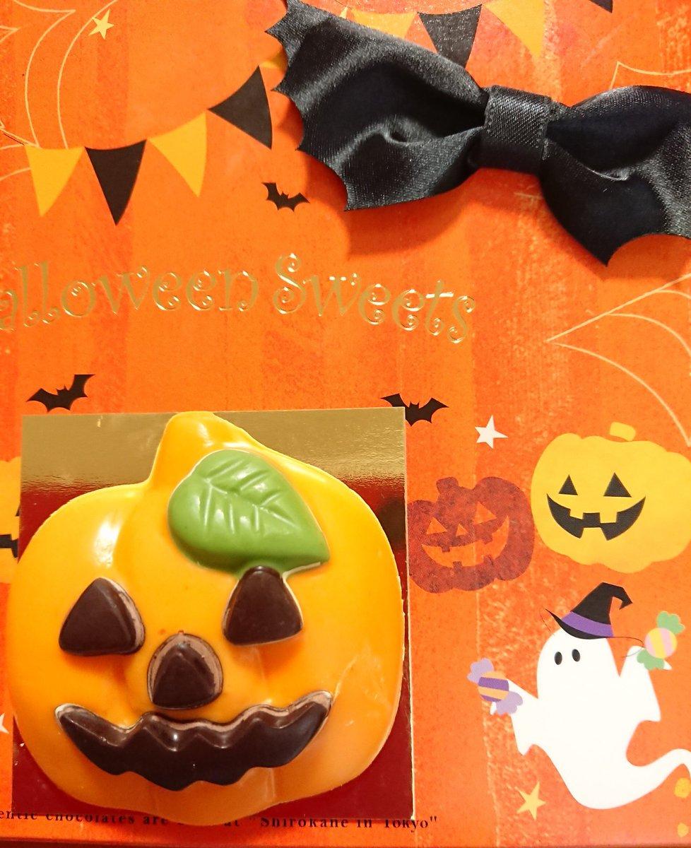 Happy Halloween〜❣️ 🎃🎉  おはようございます☀ ハロウィンとかまったく縁のない世代ですがラジオから聞こえて来たので✌️(*^~^*) 10月も終わりますね 空は雲ひとつない日本晴れ 今日も良い一日でありますように🙏🍁 #イマソラ #ハロウィーン #空が好き #青い空 #秋晴れ https://t.co/3UawLE6DzY