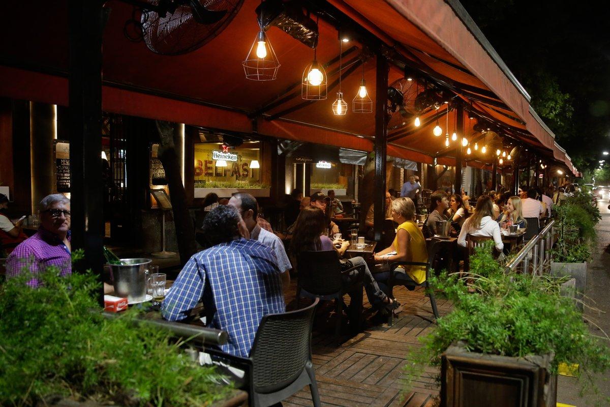 Los bares y restaurantes de la ciudades tucumanas de San Miguel de Tucumán y Yerba Buena, podrán ampliar sus horarios de atención hasta la medianoche pese la la restricción para circular en la vía pública a partir de las 23.30 dispuesta por el Comité Operativo de Emergencias https://t.co/JlAZu5ytzz