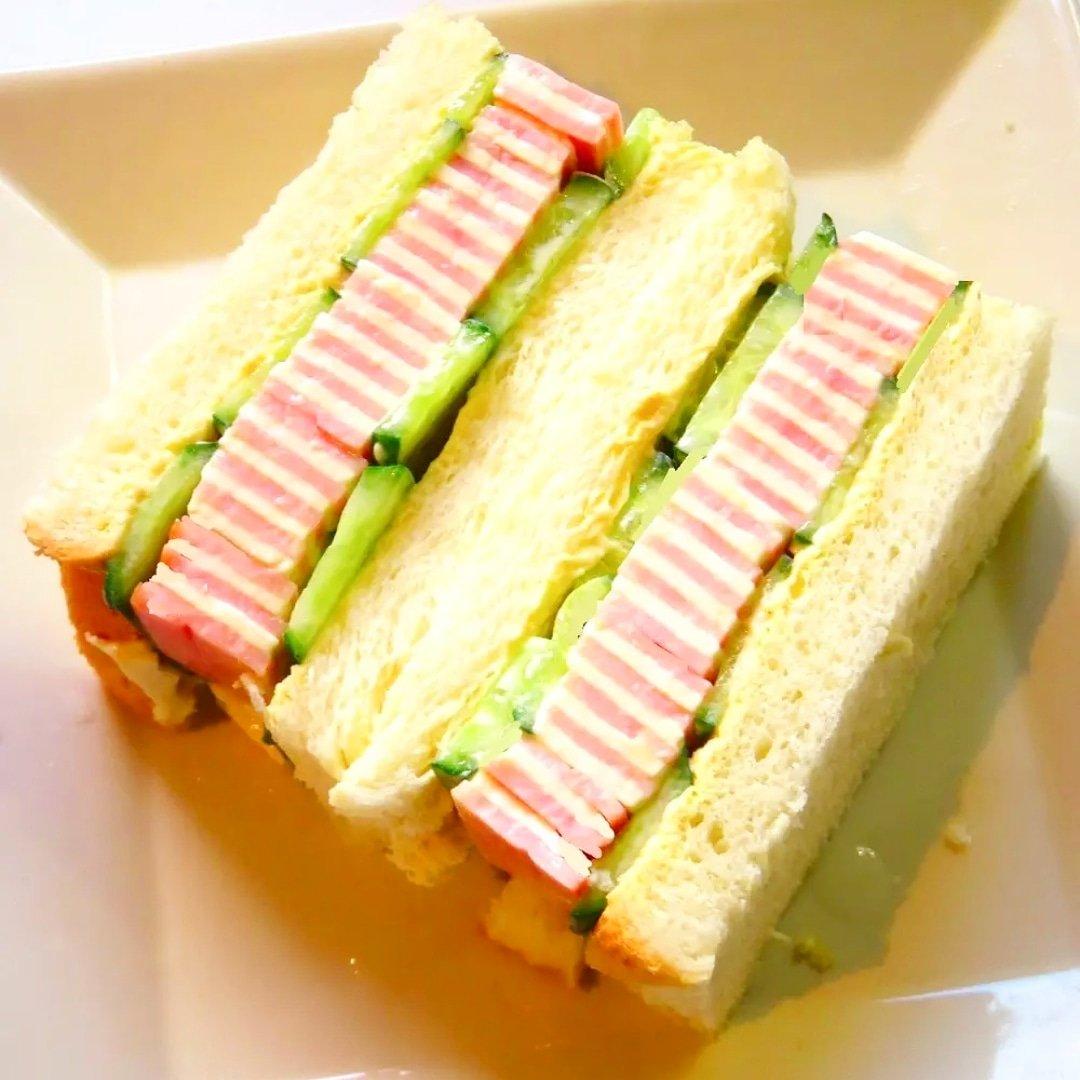 クックパッドで公開している私のレシピをご紹介♪☺萌え断♡簡単しましまハムチーズサンド☺ by hirokoh おうちハロウィンパーティーにも🎃#料理好きな人と繋がりたい#Twitter家庭料理部 #お腹ペコリン部#おうちごはん #クックパッド #cookpad#ハロウィン#パン
