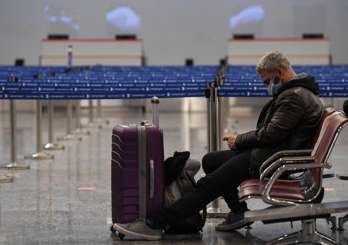 En los vuelos internacionales pueden volar todas las personas, independientemente de si son trabajadores esenciales o no. La única limitación es el protocolo migratorio actual del destino. Hoy, Argentina solo acepta argentinos y habitantes de países limítrofes. https://t.co/sRTe1OMvfO