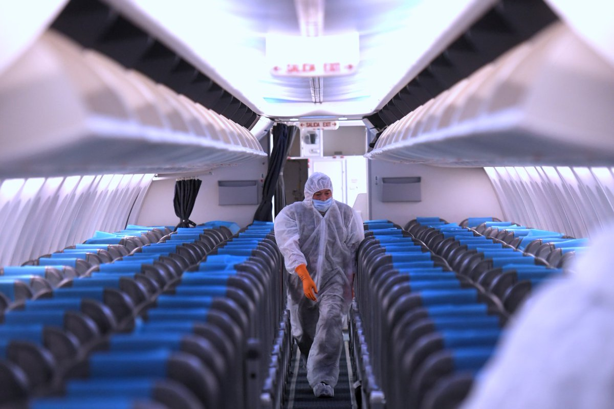 El recipiente de 100 ml. de alcohol en gel es el único sanitizante permitido para el uso a bordo y los aviones serán desinfectados con productos recomendados por la Organización Mundial de la Salud (OMS). https://t.co/wWrbqxajp7