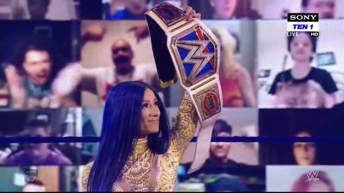 The Leader.  The Standard. The Blueprint.  The Boss.  @SashaBanksWWE #SmackDown https://t.co/2TMRqLXqfp