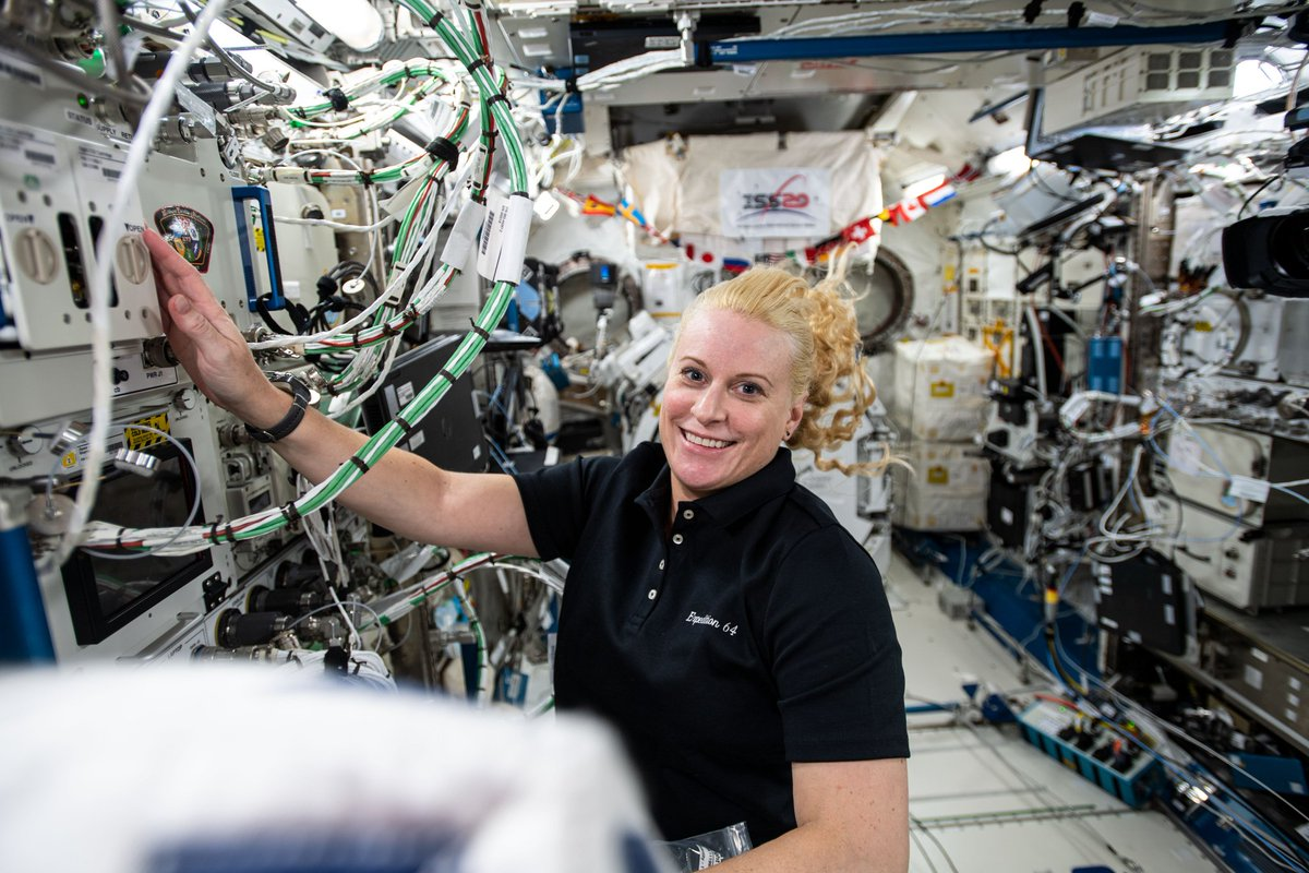 This past week, crew members aboard the @Space_Station conducted scientific investigations, including studies of colloids (mixtures of tiny particles suspended in liquid), plant growth, and the behavior of water drops. Read more: nasa.gov/mission_pages/…