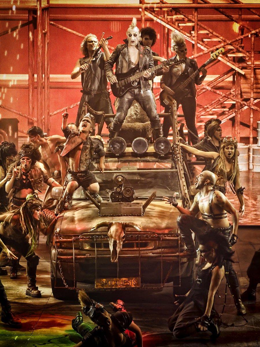 """El español Suso Silva, creador de la compañía Circo de los Horrores, presentará en streaming """"Apocalipsis"""", nuevo espectáculo al que define como una """"fábula rockera apocalíptica"""" https://t.co/VagcHIS9vK"""