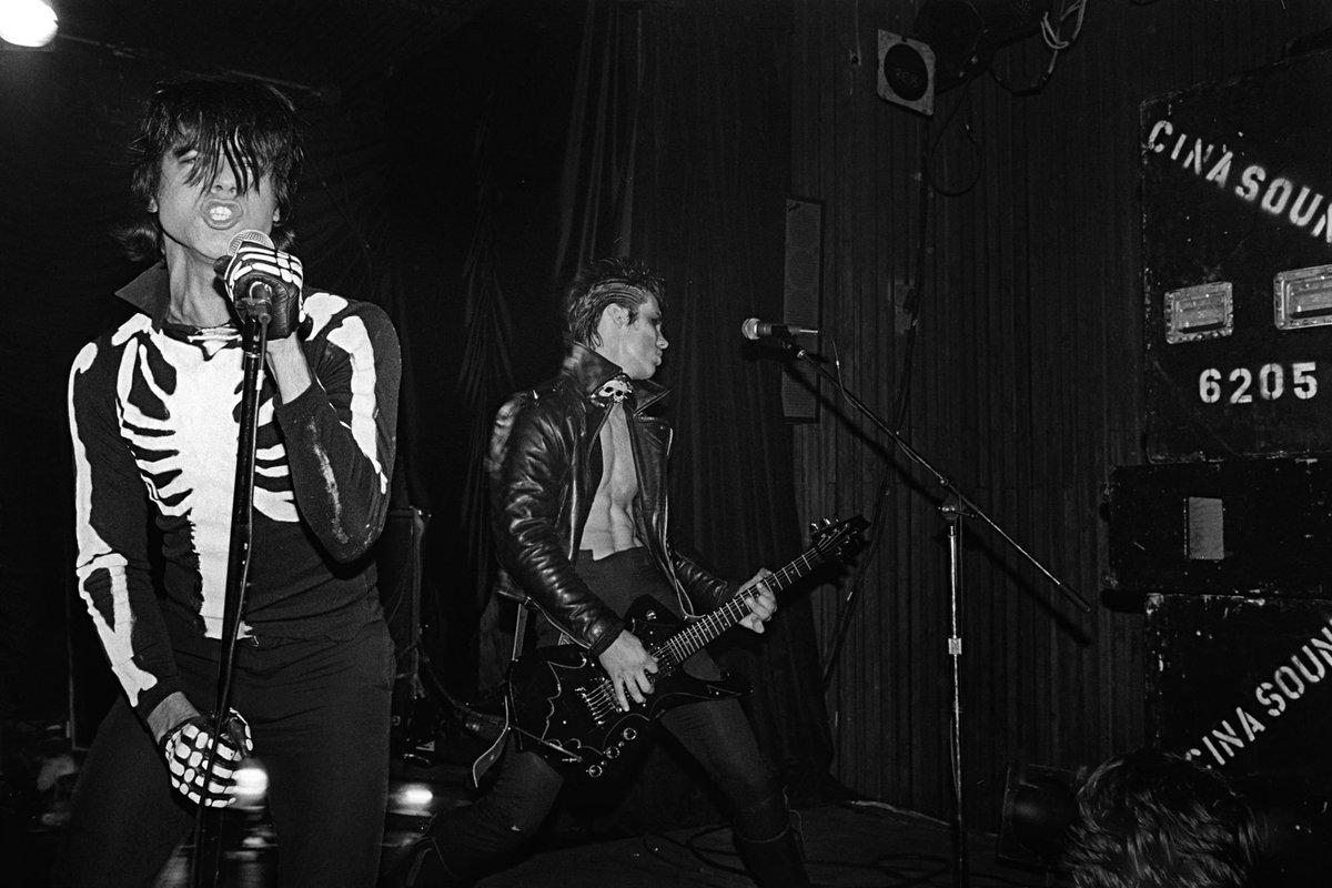 Today, 40 years ago Misfits Halloween Show, Irving Plaza, New York City, October 31, 1980  #punk #punks #punkrock #horrorpunk #hardcorepunk #misfits #irvingplaza #halloween #history #punkrockhistory #otd https://t.co/KkZuyOObiL