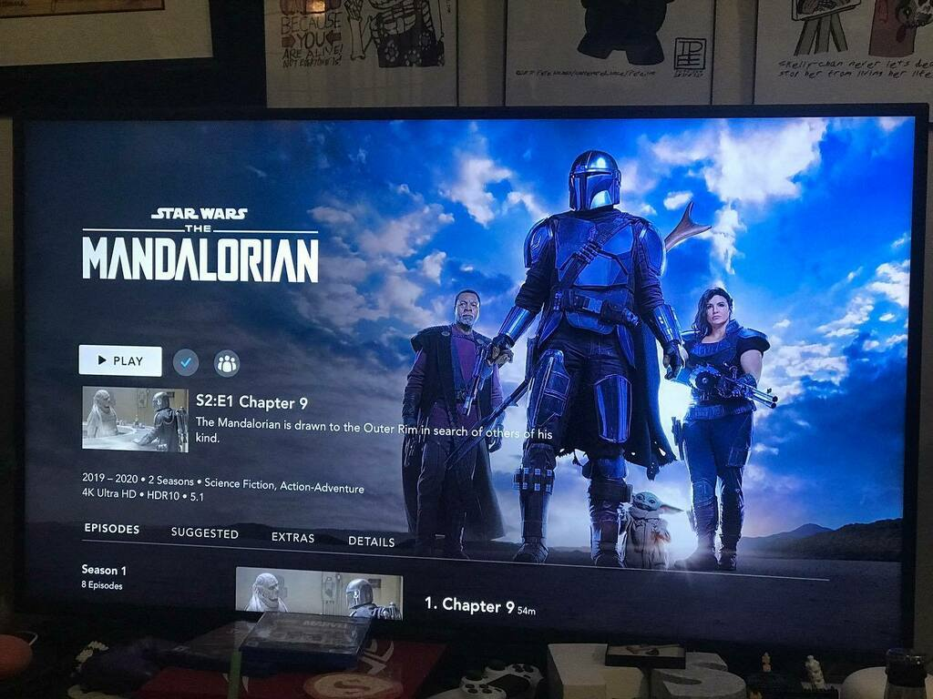 #TonightsEntertainment: we're watching #TheMandalorian season 1, episode 8 and after that it's #Mandalorian season 2, episode 1!! FINALLY! #StarWars https://t.co/9scWWMf8kS