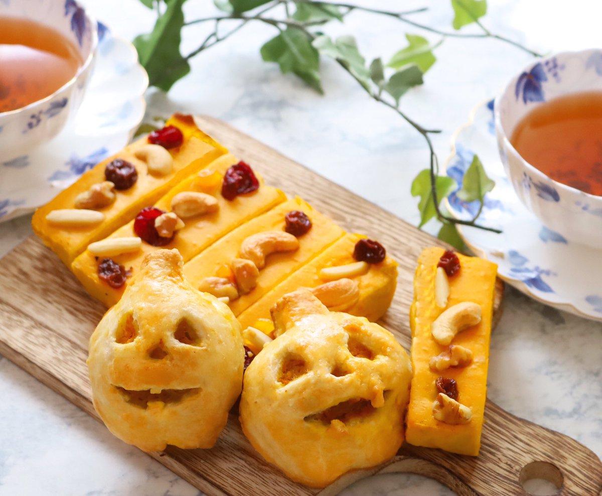 ハッピーハロウィン🎃🎃かぼちゃのヨーグルトチーズケーキとかぼちゃパイを作りました。かぼちゃ尽しです。笑レシピ👇#ハロウィン#ハロウィンレシピ #料理好きな人と繋がりたい #おうちごはん#おうちカフェ #cotta