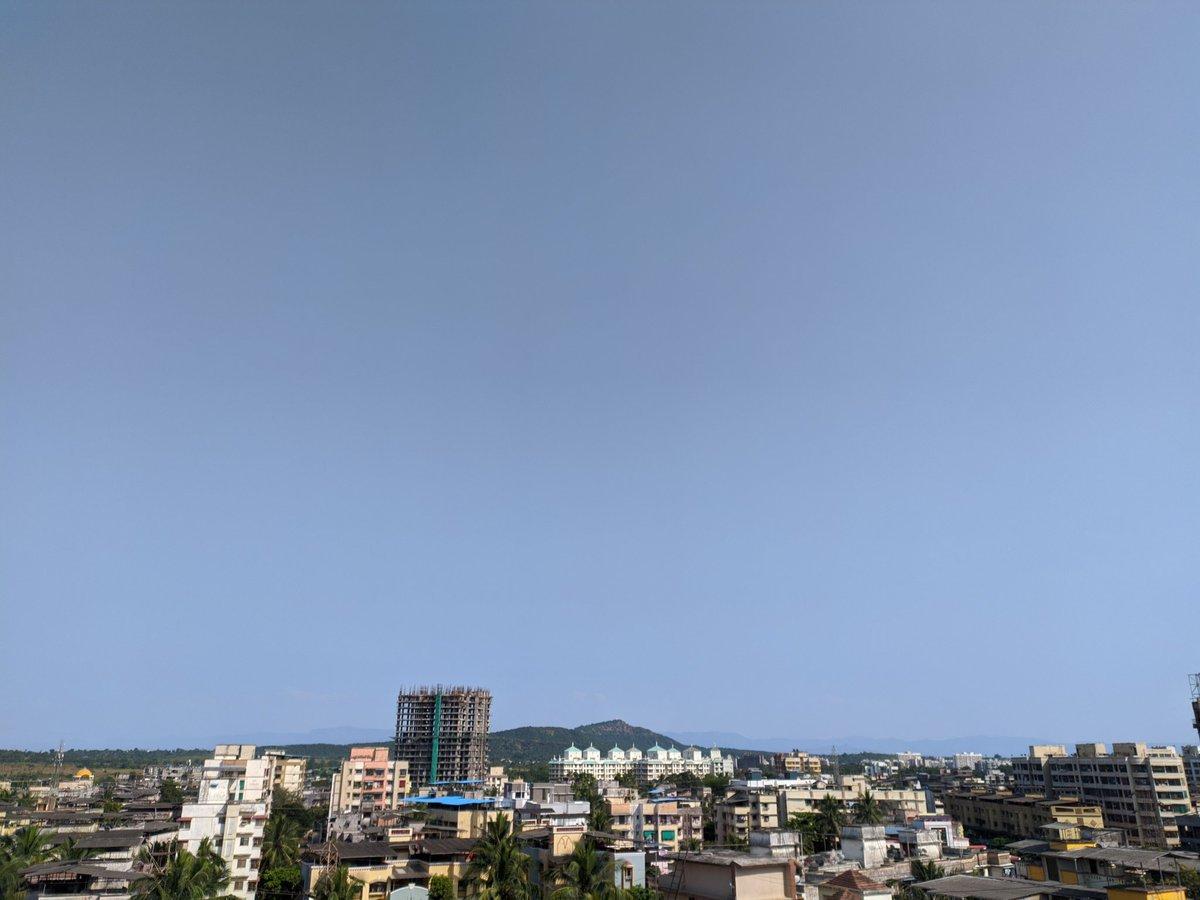 Today 40km+ visibility here in #Badlapur so having more better view of #Bhimashankar #mountain range in 2nd pic. ⛰️  #HD deep blue sky view. With crisp, clear #sunshine  #WeatherUpdate #skywatch #Konkan #Maharashtra #KonkanWeather #भीमाशंकर #डोंगर रांग #बदलापूर #Thane #Mumbai https://t.co/UBJVqUbTHe