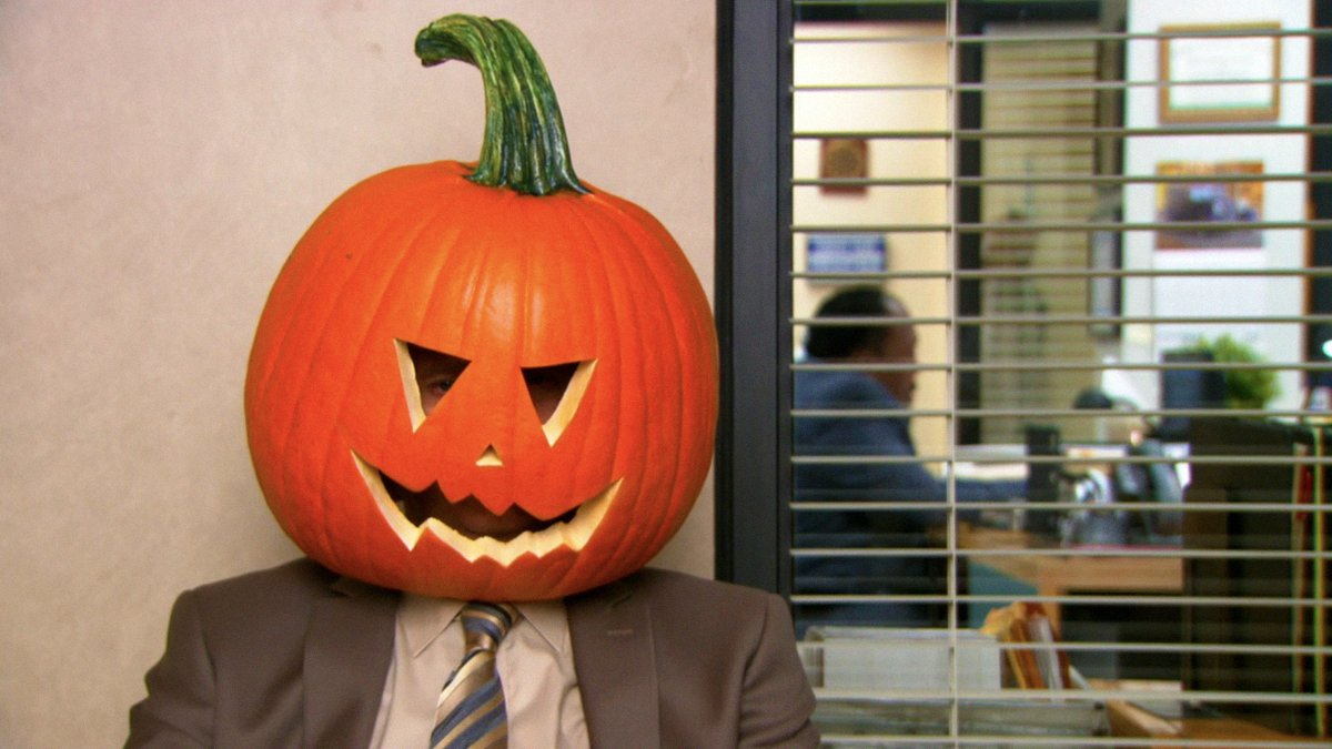 you know it's halloween when you see dwight wearing a pumpkin on your feed https://t.co/D9xNqWiaz7