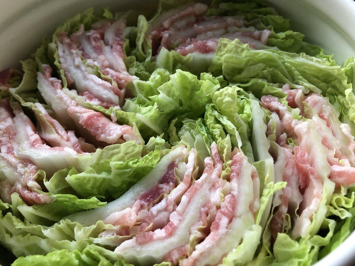 今日は豚バラ白菜のミルフィーユ鍋です。シンプルに白菜のうまさを味わいます