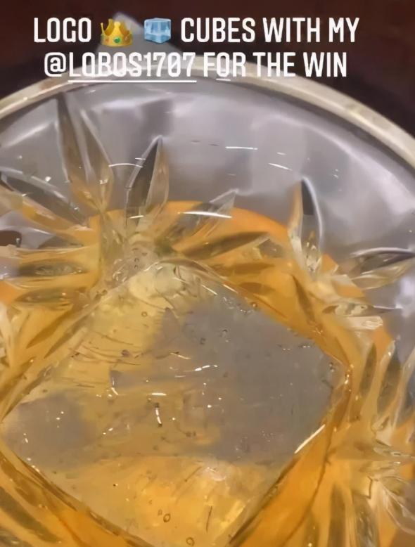 價格不菲!老詹訓練後曬出美酒,酒杯里的定製冰塊引熱議!-籃球圈