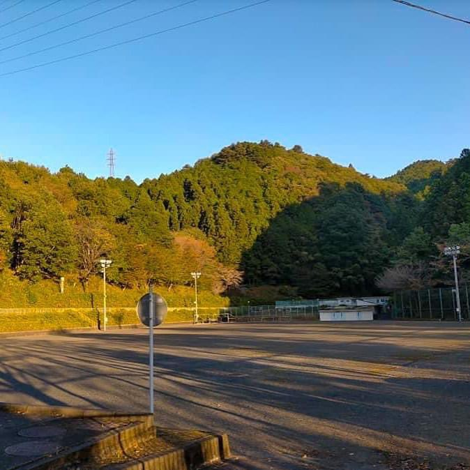 奥多摩では、木々が色付き始めて、紅葉を目的にいらっしゃる方が増えてきました!  奥多摩は、JRの東京アドベンチャーラインで東京都心から90分ほどなので、日帰り旅行でも充分に楽しめますよ! #奥多摩 #ハイキング #紅葉 #紅葉狩り #日帰り旅行 #gotoトラベル #オクタマプラス #okutamaplus https://t.co/oUC9sl9INy