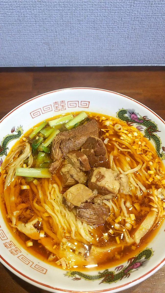 『今日のラーメン(10月31日 あい川)』今年333杯目。醤油、甘味そしてスパイスの辛味が効いたスープとモチモチの食感の中太平打ち麺が印象的です。#台湾牛肉麺 #あい川