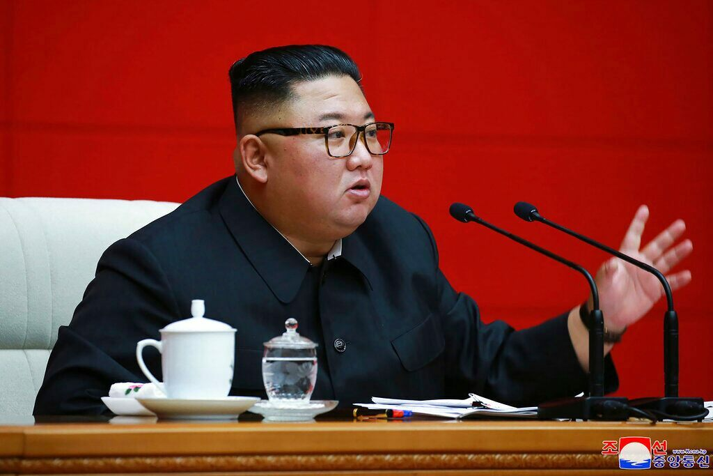 Kim Jong Un's mystery woman sparks debate as sister, wife remain missing Photo