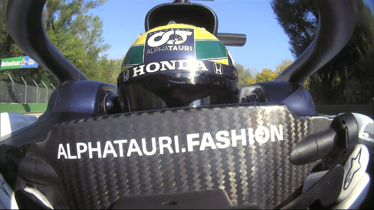 Pierre Gasly is sporting a very special Ayrton Senna tribute helmet this weekend   #ImolaGP 🇮🇹 #F1 https://t.co/n4NDYkukuU