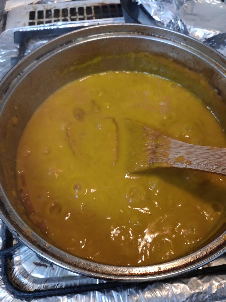 こちらはかぼちゃのスープのレシピ  に加えてベーコンを炒めて、牛乳を生クリームに替えてつくったパスタソース的なやつです