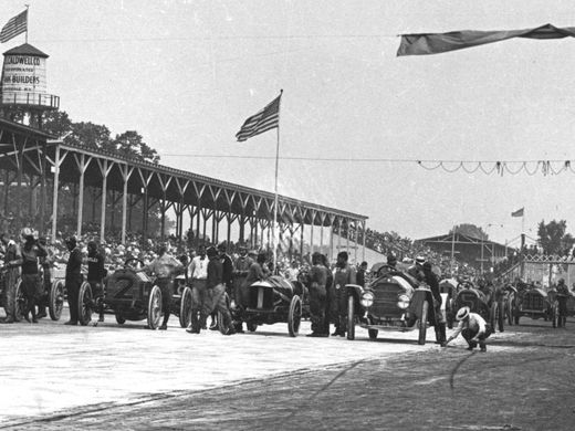 211 days - 105th #Indianapolis500 @IMS #IsItMayYet It all started in 1911.... Countdown 2 raceday, each and every day here on twitter - Follow/RT/Like.  #Indy500 #Indycar @jdouglas4 https://t.co/2YxQizaCwy