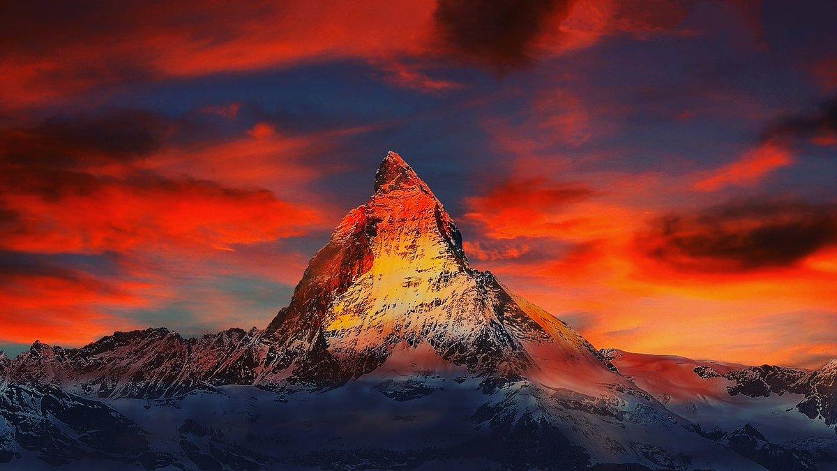 #zermatt #switzerland #matterhorn #mountains #swiss #alps #swissalps #zermattswitzerland #zermattmatterhorn #schweiz #snow #valais #nature #wallis #cervinia #inlovewithswitzerland #travel #ski #mountain #suisse #skiing #winter #visitswitzerland #valledaosta #valaiswallis