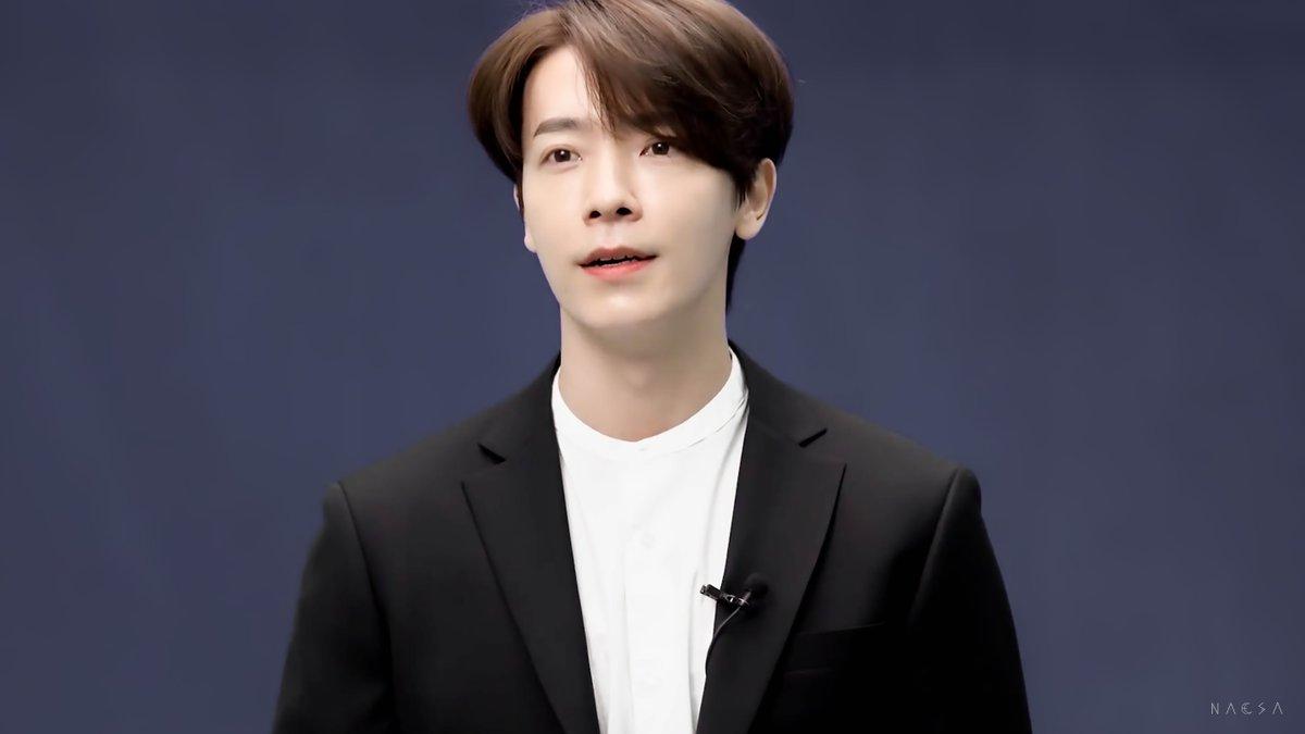 Black suit ;  / SJ News Behind I #동해 #Donghae @donghae861015 https://t.co/kbLFignurr